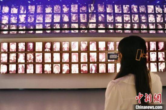 当天,读者博物馆、插画艺术馆等也正式向民众开放。图为读者博物馆内部。 高展 摄
