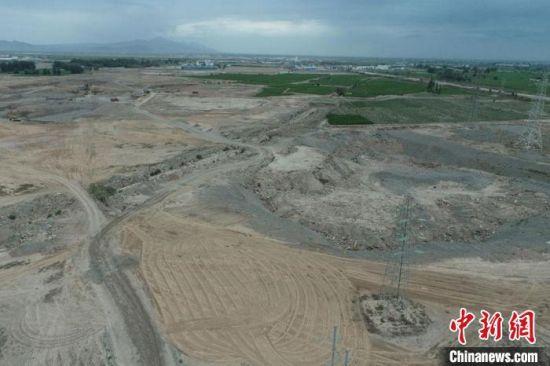 图为甘州区曾经的砂石滩。 杨艳敏 摄