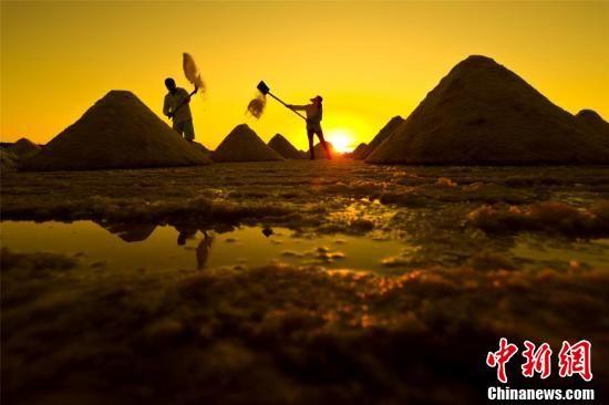 高台县自汉代就盛产湖盐,据今已有两千多年的历史。王将 摄
