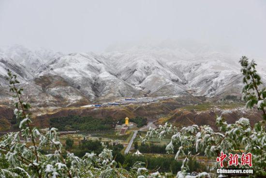 雪后的群山。 武雪峰 摄