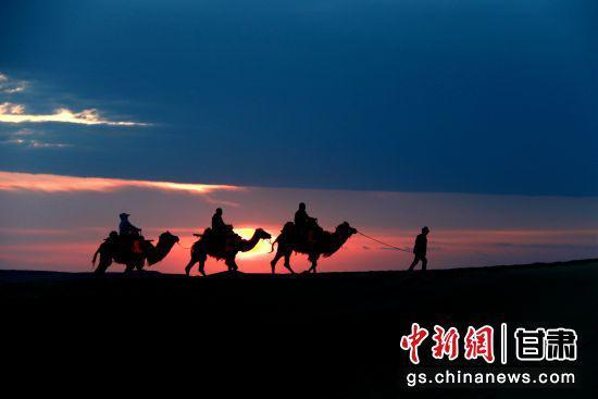 敦煌:今年非节假日单日游客接待首次突破万人