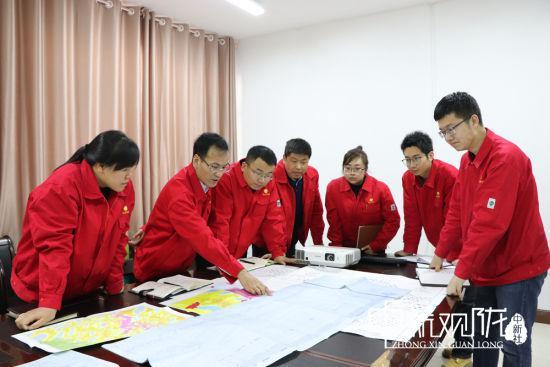 长庆油田采油二厂技术人员认真分析产量波动原因,制定有效的上产措施。