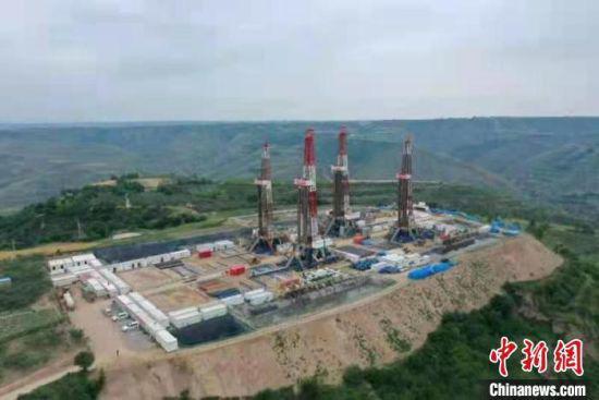 6月25日,国家级页岩油示范区华H100平台所部署的31口水平井提前完井。 李忠斌 摄