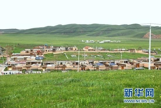 甘南藏族自治州夏河县阿木去乎镇安果村。新华网发(童张伟 摄)