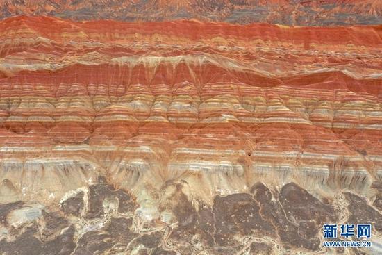 张掖世界地质公园的一处彩色丘陵地貌景观(7月14日摄,无人机照片)。新华社记者 郎兵兵 摄