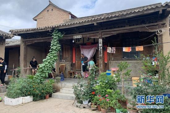 胡供信家的古宅。新华社记者 张玉洁 摄