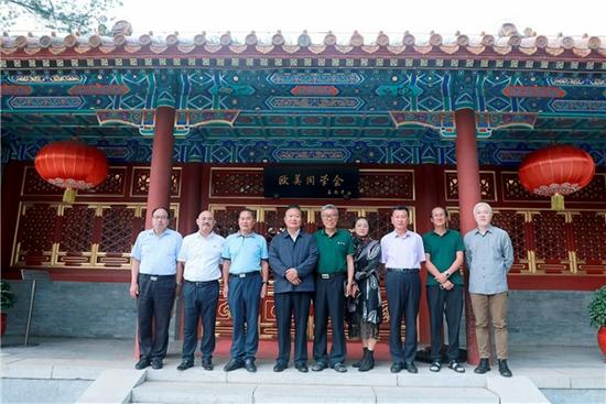 中国留学人才发展基金会一带一路研究院新晋智库专家代表合影