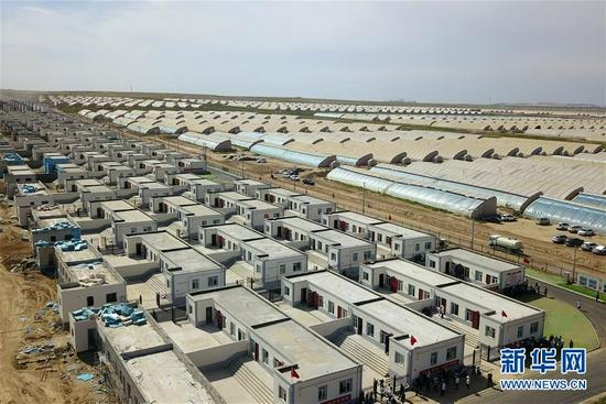 这是在兰州新区拍摄的舟曲县首批60户地质灾害避险搬迁群众的新家(8月7日摄,无人机照片)。新华社记者 范培珅 摄