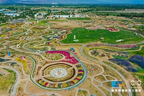 这是近日在甘肃省张掖市甘州区乌江镇航拍的田园景观。新华网发(成林 摄)