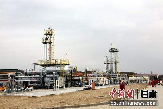 """长庆采油二厂以伴生气综合利用工程提产能,全面打造轻烃上产""""新引擎""""。"""