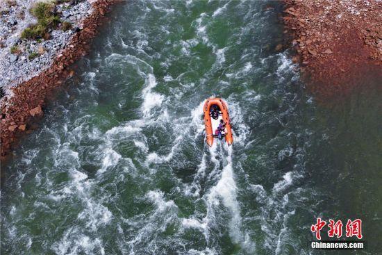 图为航拍水域救援训练。杨凯 摄