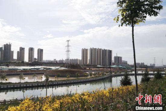 图为经过多年生态治理,白银区变为宜居宜游城市。 刘玉桃 摄