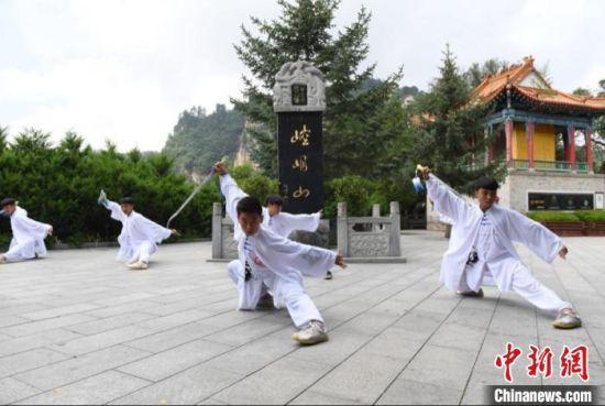 图为崆峒山上演的崆峒武术。(资料图) 杨艳敏 摄