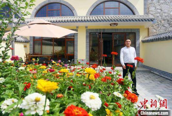 甘肃兰州市榆中县甘草店镇车道岭村里开设的窑洞宾馆。
