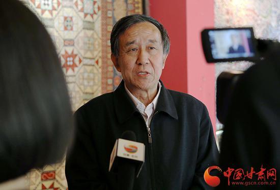 李纯兴接受记者采访