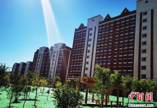 图为甘肃张掖市民乐生态宜居小镇住宅楼。 史静静 摄