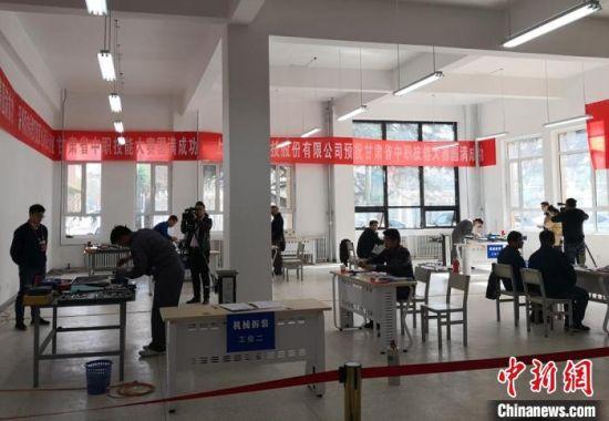 2018年3月下旬,甘肃举行2018年全省中等职业学校学生技能大赛。图为学生参加比赛。(资料图) 刘玉桃 摄