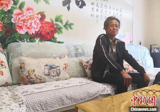 图为平川区共和镇毛卜拉村村民赵明全的新家整洁舒适。