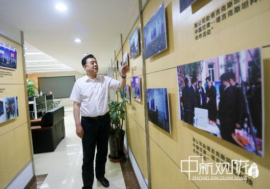 杜建泉介绍企业发展情况。高展 摄