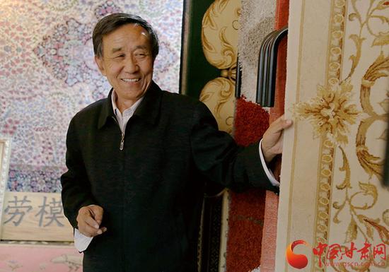 李纯兴介绍,每一块地毯都有不同的内容