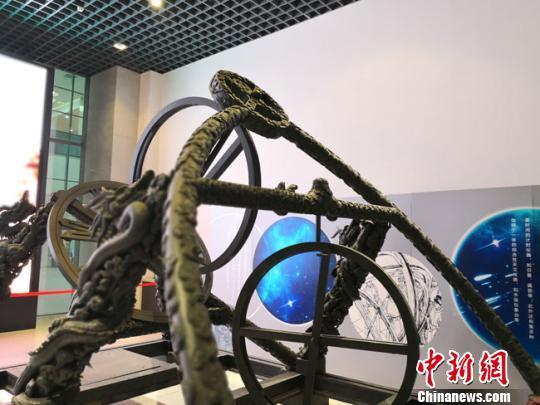 图为展出的当时最先进的天文装置——简仪,领先世界300余年。 李亚龙 /摄