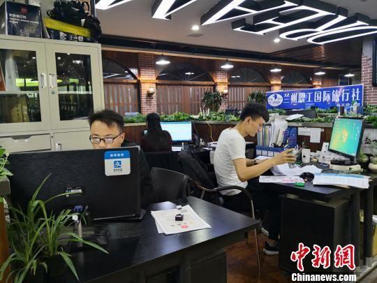 1300多平方米的众创空间被分割成大大小小的办公区域。 刘薛梅 摄