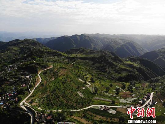 清水县交通基础设施建设成效明显,内外畅通水平得到不断提升。 杨艳敏 摄