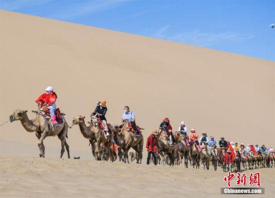 进入7月以来,丝绸之路国际文化旅游名城甘肃敦煌迎来了旅游旺季。