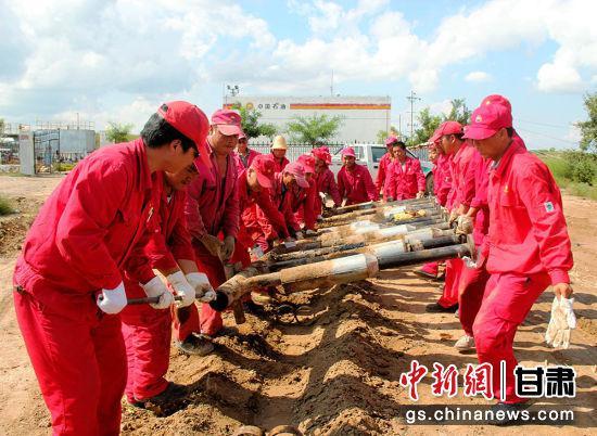 """采油二厂优化管理模式,构建自主管理""""新机制""""。"""