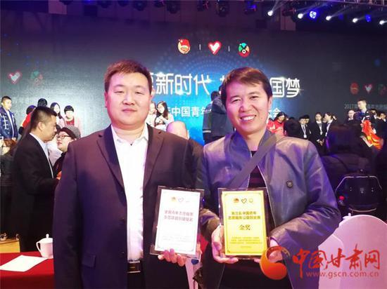 韩杰荣(左一)和马俊河(右一)