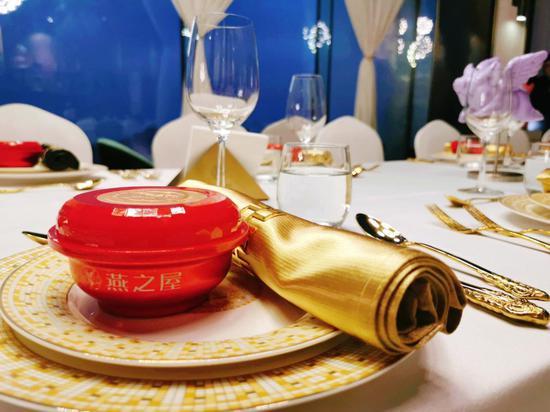 图:燕之屋小红碗亮相宴会