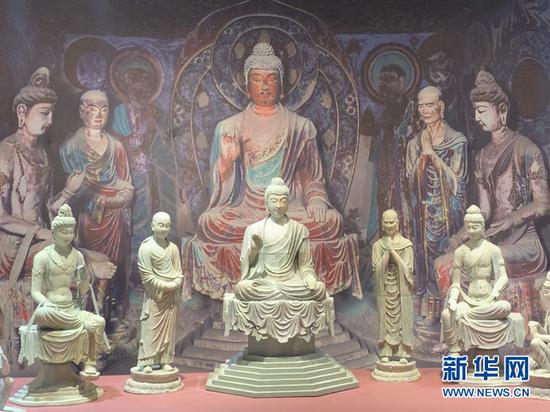 3D打印的敦煌雕塑。新华社记者 张玉洁 摄