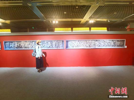 6月15日,《一心向党爱我中华》——何鄂雕塑作品及图片展在甘肃省博物馆开幕。 闫姣 摄
