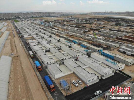 8月中旬,位于兰州新区的舟曲县地质灾害避险搬迁移民安置点。 杨艳敏 摄