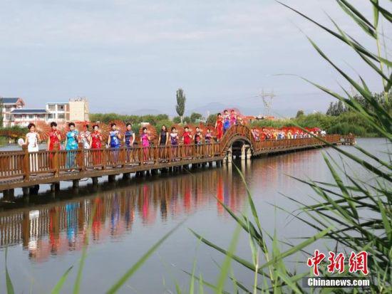 张掖国家湿地公园位于张掖市甘州区城郊北部,与市区紧密相连,是国内离城市最近的湿地公园。吴学珍 摄