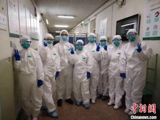 疫情发生后,医务工作者坚守在抗疫一线。(资料图)兰州大学第一医院供图