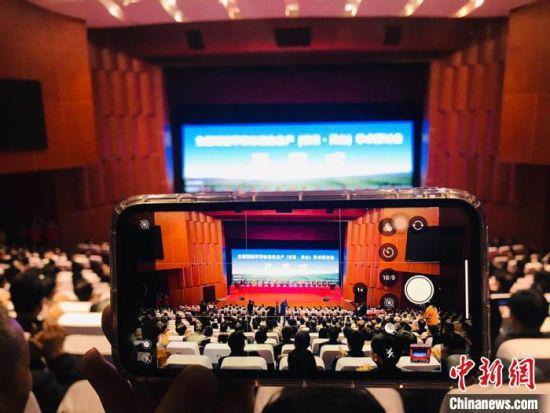 10月14日,全国矮砧苹果标准化生产学术研讨会在甘肃平凉市灵台县举行。 艾庆龙 摄