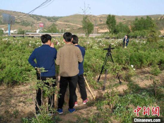 图为兰州高新技术企业对甘肃省临夏州一土地进行放线测量。(资料图) 受访者供图