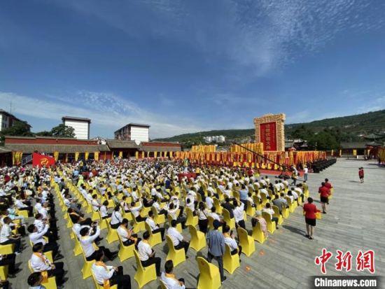 """6月22日,""""二〇二一(辛丑)年公祭中华人文始祖伏羲大典""""在甘肃省天水伏羲庙举行。图为活动现场。 高展 摄"""