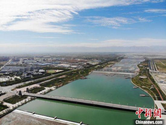图为航拍镜头下的张掖市。(资料图) 杨艳敏 摄