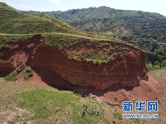 这是临夏巨犀化石产出地。新华社记者 郭刚 摄