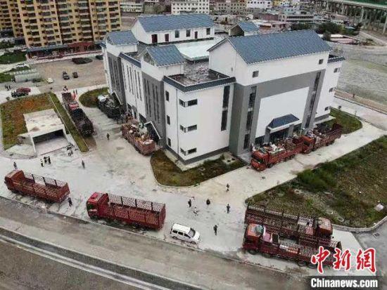 8月7日清晨,甘肃甘南藏族自治州舟曲县启动地质灾害避险搬迁工作。 杨艳敏 摄