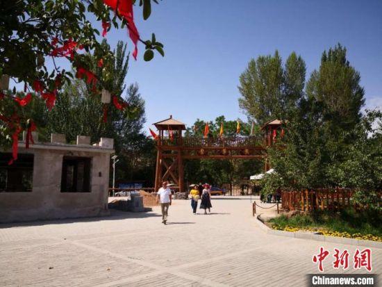 2020年7月,甘肃嘉峪关农村发展乡村旅游。(资料图) 丁思 摄