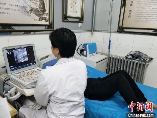 """截至2021年8月31日,甘肃省206322名城乡适龄妇女受益""""两癌""""免费检查。(资料图) 甘肃省政府妇儿工委办供图"""