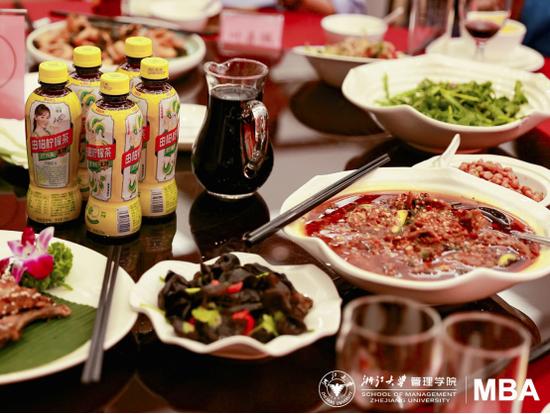 东鹏饮料由柑柠檬茶,美食最佳伴侣
