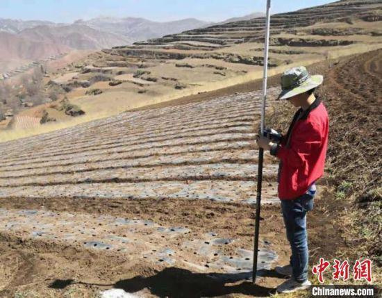 图为甘肃省定西市通渭县三调项目做航测点布控。(资料图) 受访者供图