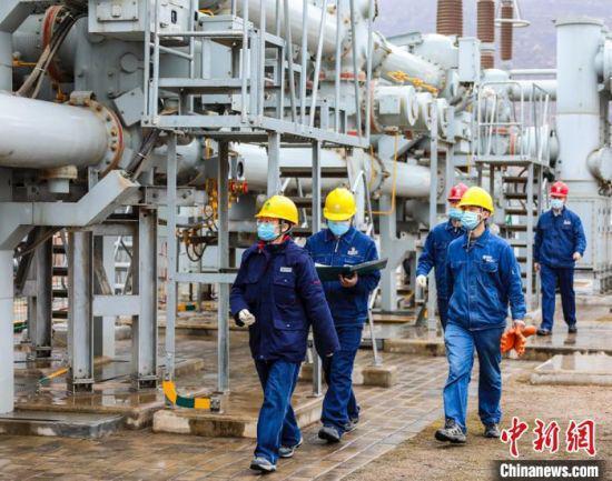 国网庆阳供电公司为银西高铁顺利投运提供电力保障。(资料图)国网庆阳供电公司供图