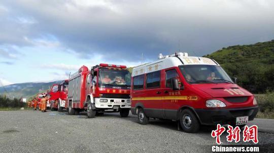 甘肃消防赴九寨沟救援。 甘肃消防供图 摄