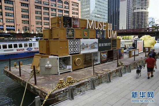 这是8月23日在美国芝加哥拍摄的浮动博物馆。