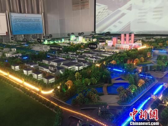 图为规划面积2.83平方公里的西部药谷产业园的沙盘模型。 钟欣 摄